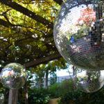 Discokugeln in Namba Parks