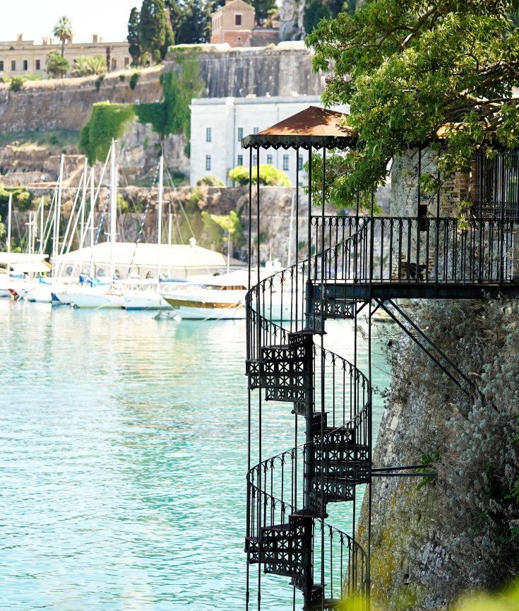 Korfu Stadt Wendeltreppe ins Meer